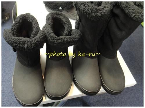 もこもこのブーツ☆クロックス「モデッサ シンセティック スエード ボタン ブーツ ウィメン」を見てきました。