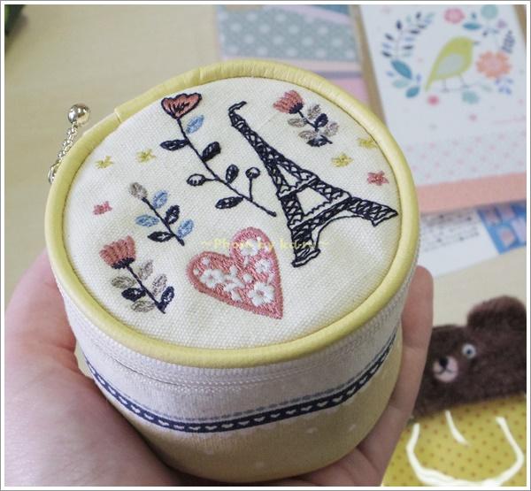 刺繍モチーフ入りアクセサリーポーチ5