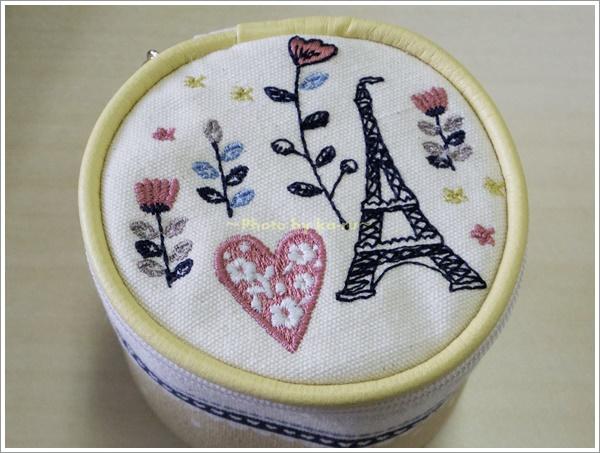 刺繍モチーフ入りアクセサリーポーチ2