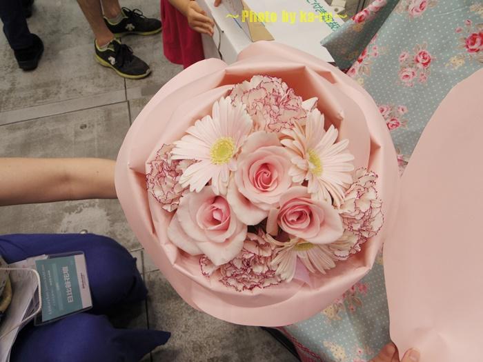 バラの形の花束ペタロ・ローザ 「フェミニンピンク」0005
