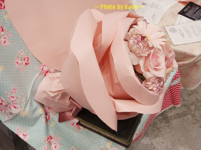 バラの形の花束ペタロ・ローザ 「フェミニンピンク」0004