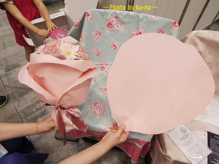 バラの形の花束ペタロ・ローザ 「フェミニンピンク」0002