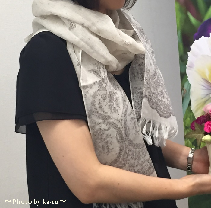 ストールと日比谷花壇のアレンジメントがセットに!敬老の日におばあちゃんへプレゼント