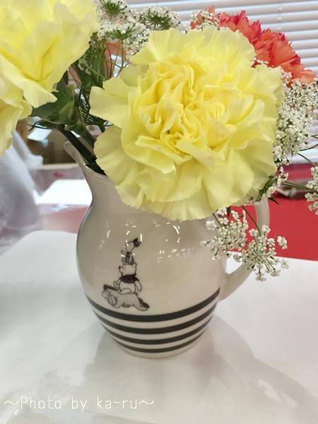 くまのプーさんピッチャーと花束のセットを母の日に贈ろう