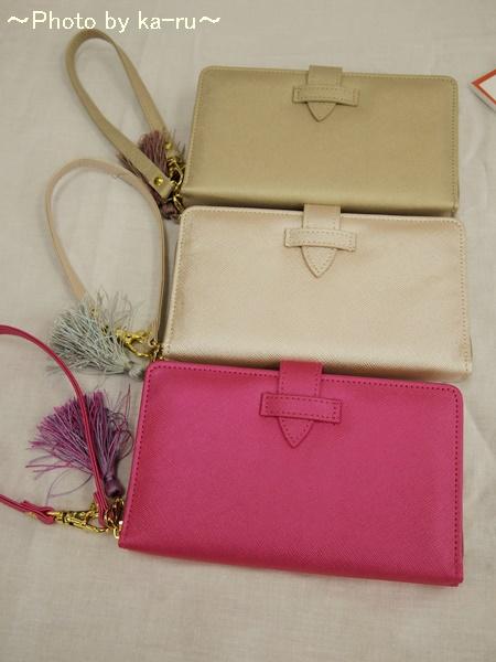 スマホ、財布、鍵がまとめて入る手ぶらお財布は便利!フェリシモ