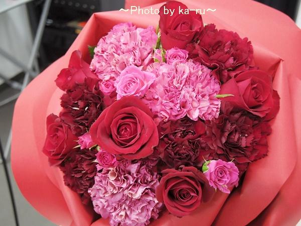 バラの形の花束ペタロ・ローザ「シャイニングレッド」03ka