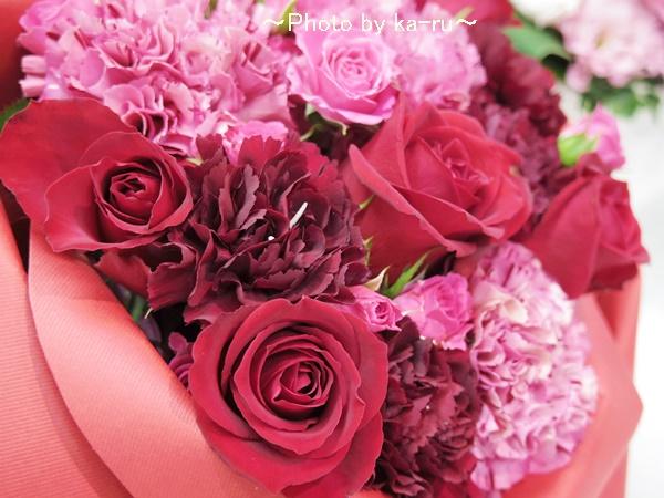 バラの形の花束ペタロ・ローザ「シャイニングレッド」02ka