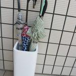 傘たてをベルメゾンネットで購入しました。白いモダンなデザイン
