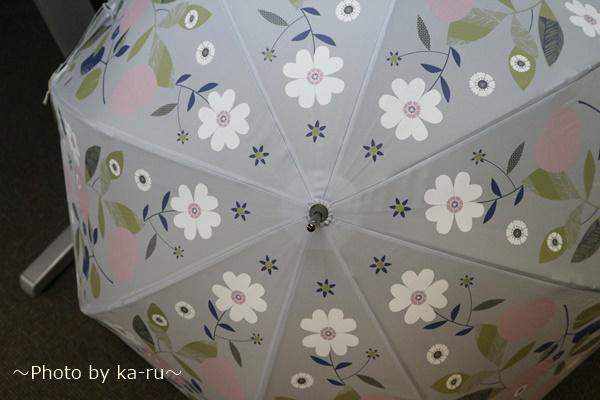 内側に花が咲く雨傘ーベルメゾンネット