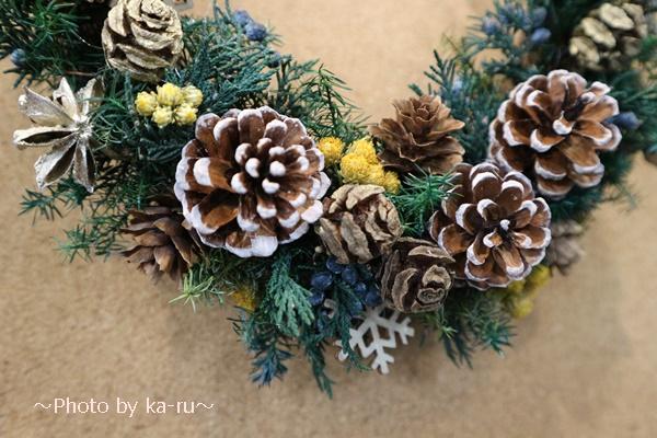 日比谷花壇クリスマスハーフリース「ホーリームーン」_木製のオーナメント