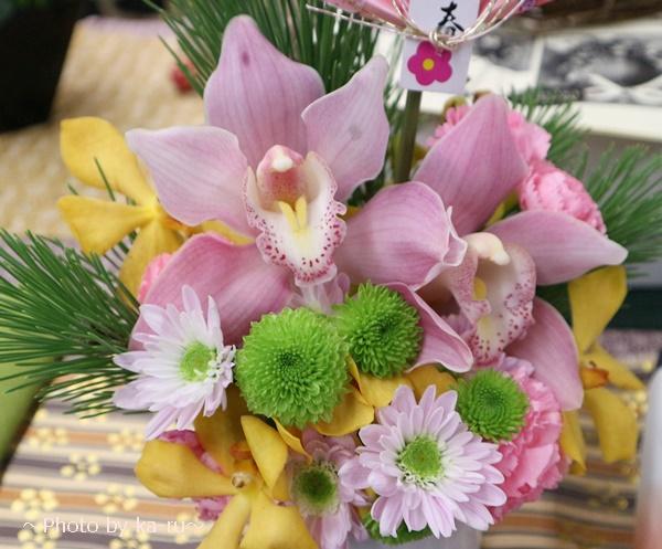 お正月 とらや「干支小形羊羹5本入」とアレンジメントのセット-日比谷花壇のアレンジメント2