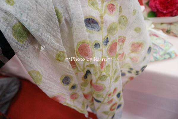 母の日 ピープルツリー「手織りハンドペイント ストール」と花束のセット_ストール