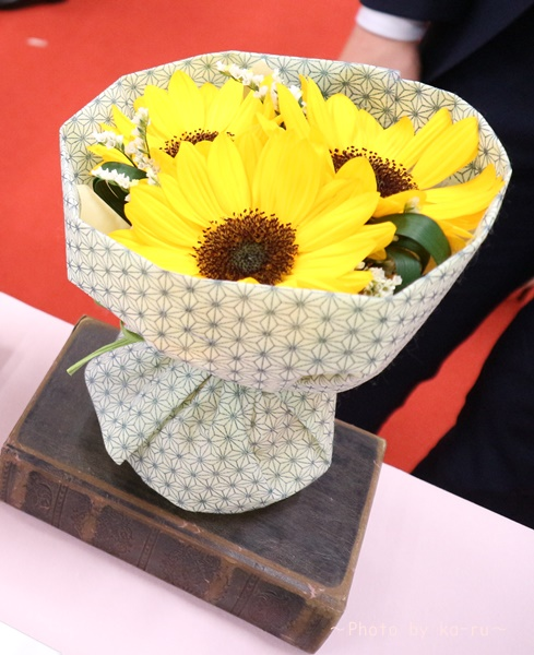 日比谷花壇「父の日」グルメセット_お花「花束」2