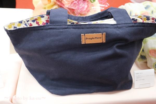 母の日 ピープルツリー「ペタルドットプリント ジップトートバッグ」と花束のセット_バック