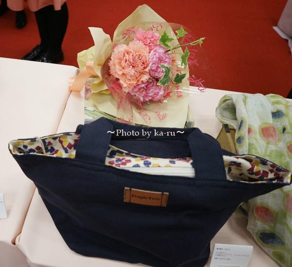 母の日 ピープルツリー「ペタルドットプリント ジップトートバッグ」と花束のセット_