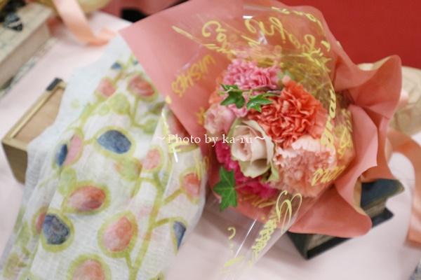 母の日 ピープルツリー「手織りハンドペイント ストール」と花束のセット_