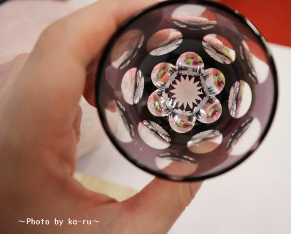 プリザーブドセット「江戸切子ぐいのみ水玉万華鏡」_上からみると万華鏡お花