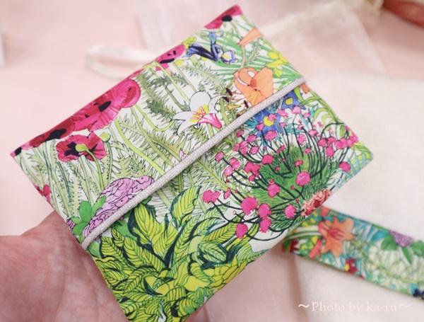 母の日 リバティプリント「タオルハンカチ&ティッシュケース」と花束のセット_ティッシュケース