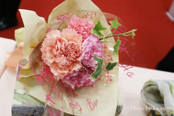 母の日 ピープルツリー「ペタルドットプリント ジップトートバッグ」と花束のセット_花束