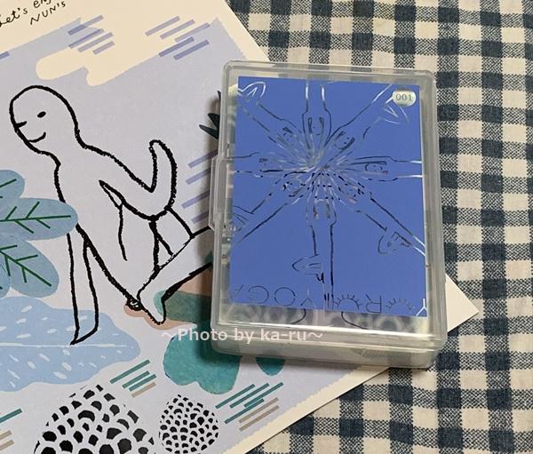 フェリシモ「ゆるヨガ」1ヶ月目 セット内容 ヨガカード32枚カード収納ケース