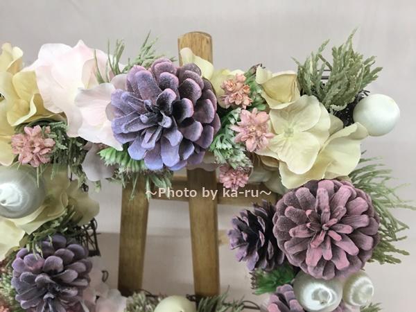 【日比谷花壇】クリスマス アーティフィシャルスクエアリース「テレッツァ」 松ぼっくり「ピンク」