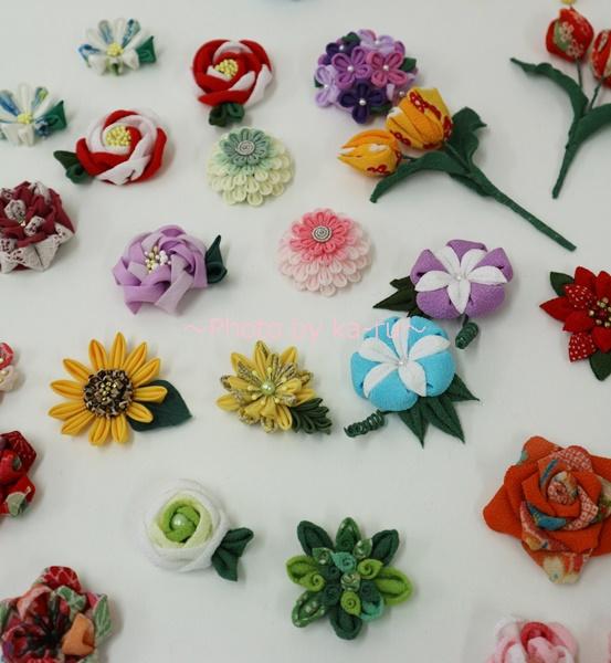四季折々に咲かせる つまみ細工の花50デザイン 間彦由江さんからの贈りもの_お花