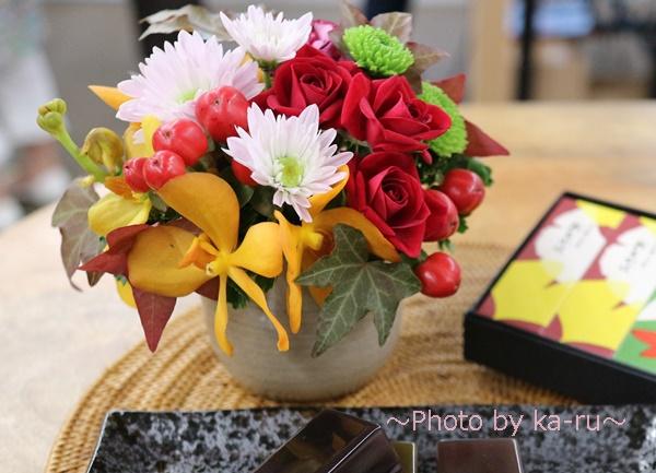 敬老の日 とらや「小形羊羹5本入」とアレンジメントのセット_日比谷花壇アレンジメント