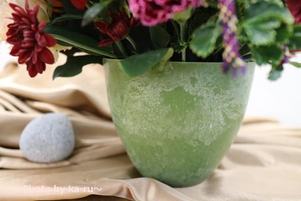 日比谷花壇敬老の日 アレンジメント「ピアチューレ」_みどり色の陶器