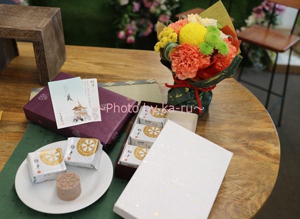 敬老の日 菓匠清閑院「雅車」とそのまま飾れるブーケのセット