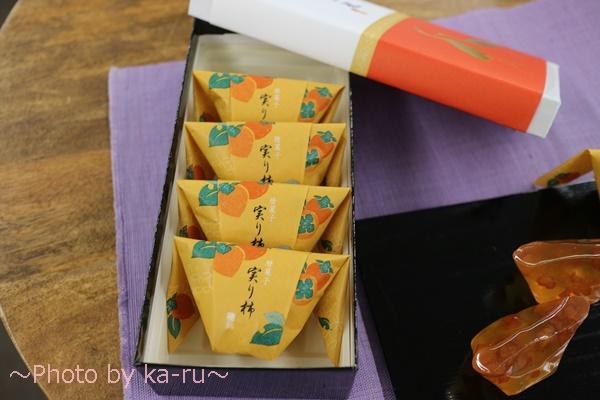敬老の日 日本橋屋長兵衛「暦菓子 実り柿」とそのまま飾れるブーケのセット_5個
