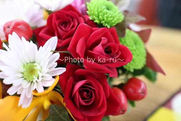 敬老の日 とらや「小形羊羹5本入」とアレンジメントのセット_日比谷花壇アレンジメント バラ
