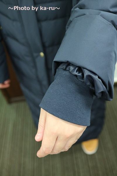 フェリシモ リブ イン コンフォート 寝袋級の暖かさ ロングダウンコート〈ネイビー〉_袖口が二重 着てみた