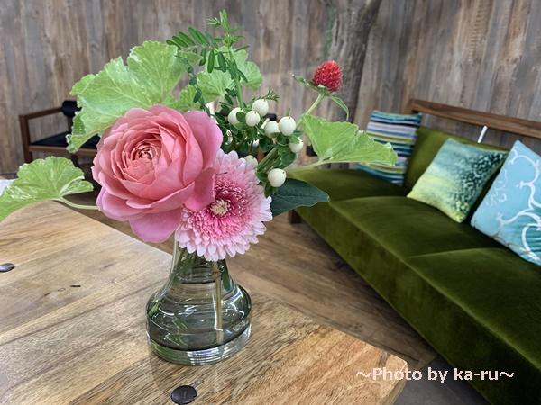 日比谷花壇「ハナノヒ教室 ~基礎から学べる花瓶生け~」_フラワーブッフェ 選んだお花 活けた2