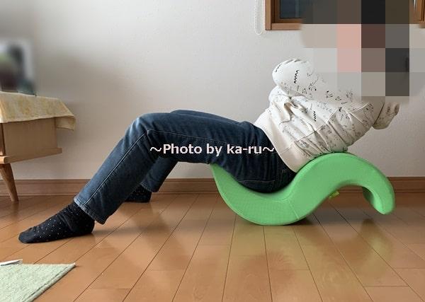 ショップジャパン「ゆらころん」_正しい座り方 ゆっくりと倒す