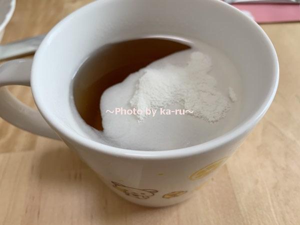 ナースル「低分子 純粋コラーゲン」_びわ茶に入れてみた ダマになった