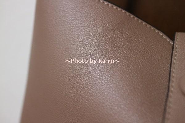 香村薫さんとフェリシモコラボ「ワンショルダー2-WAYバッグ」 ブラウンベージュの軽量合皮素材