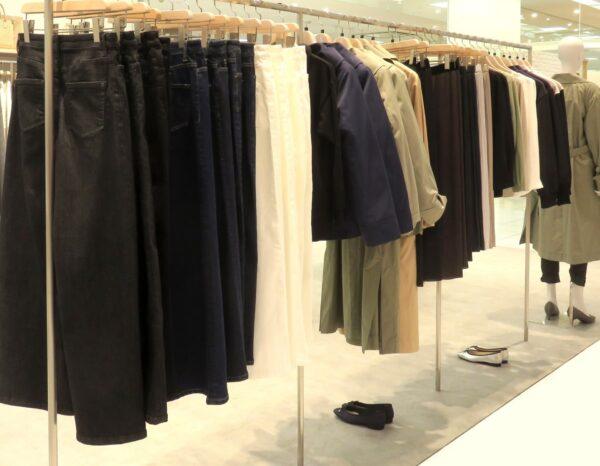 洋服がたんさんでどれを選んでらいいのか?悩む