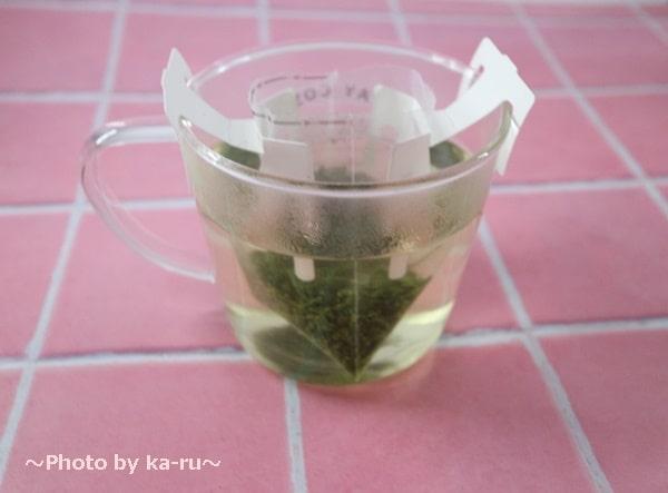 日本茶のドリップバッグ「Drip Tea」煎茶にお湯を入れる