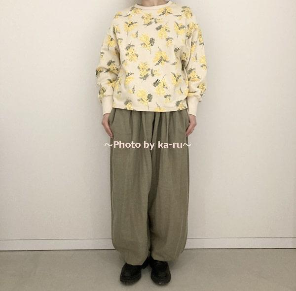 フェリシモ「ミモザ柄の洋服」 トレーナーアイボリー
