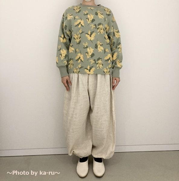 フェリシモ「ミモザ柄の洋服」トレーナーミント正面