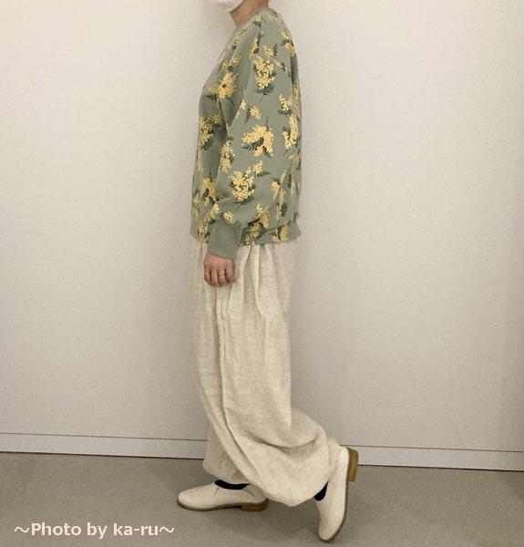 フェリシモ「ミモザ柄の洋服」トレーナーミント横向き