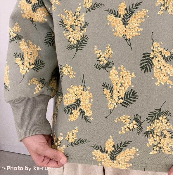 フェリシモ「ミモザ柄の洋服」トレーナーミントミモザ